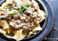 Hamburger stroganoff with sour cream recipe