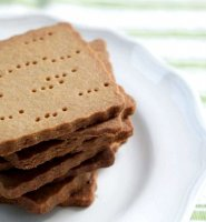 Homemade graham crackers recipe with wheat flour