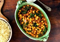 Moroccan couscous recipe with chickpeas and spinach