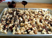 Recipe for popcorn with chocolate drizzle