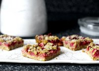 Strawberry rhubarb crisp bars recipe